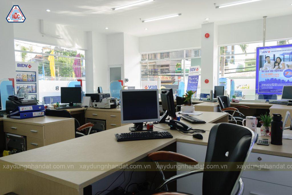 Hoàn thiện lắp đặt thiết bị nội thất văn phong ngân hàng BIDV