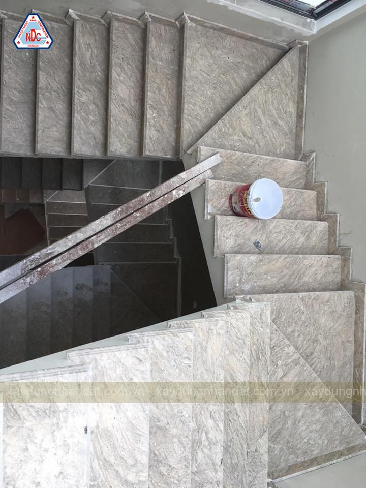 mẫu-đá-cầu-thang-nhà-phố-đẹp