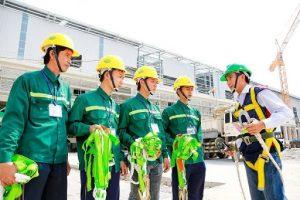 Ban chỉ huy công trình hướng dẫn công tác an toàn lao động và kế hoạch thi công dự án