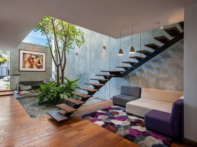 Mẫu thiết kế giếng trời trên cầu thang 5