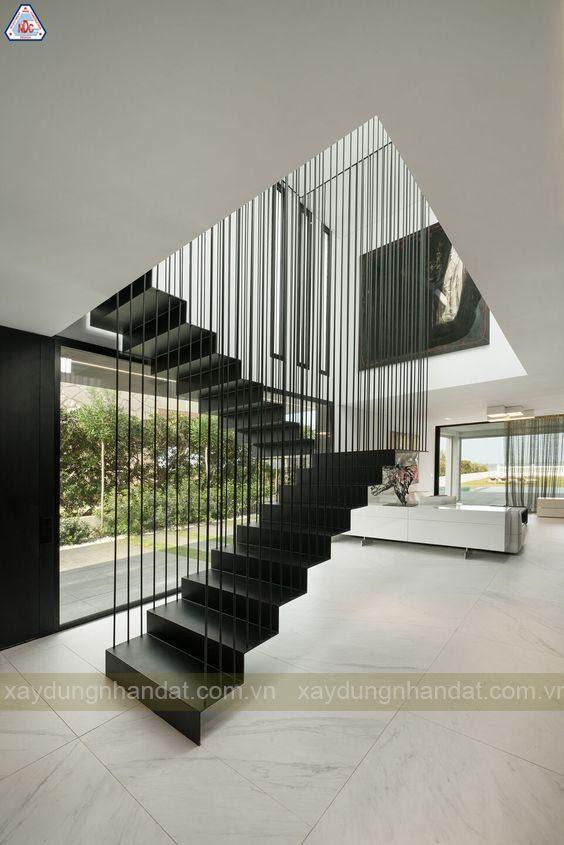 cầu thang kim loại nhà phố